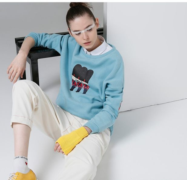 Cotton sweatshirt with fashionable print